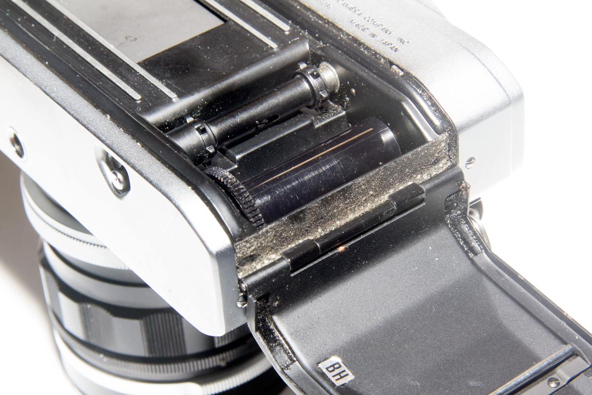 Missing light seals in a Canon Pellix